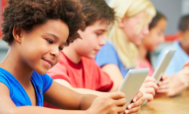 20150430-MINHA-BIBLIOTECA-Pais-alunos-e-professores-conectados-pela-tecnologia